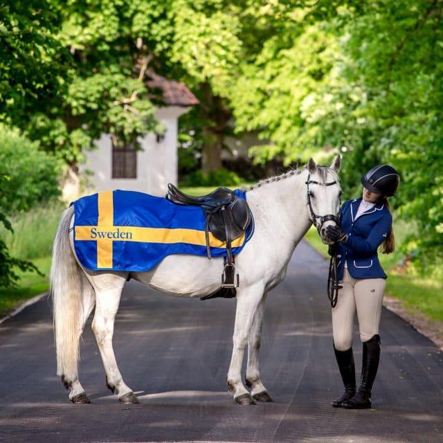 Exclusive Horseware på Björnöslott med ridtäcke Sweden flagga